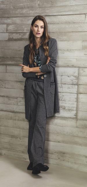 W21 203 Chaplin blousetop, W21 222 Tally blazerjacket, W21 222 Flevo pants